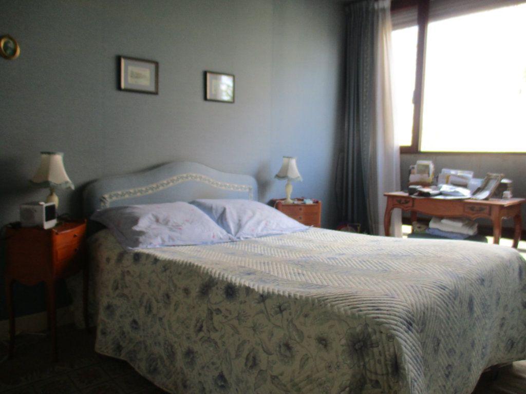 Appartement à vendre 5 91.75m2 à Saint-Cyr-l'École vignette-4