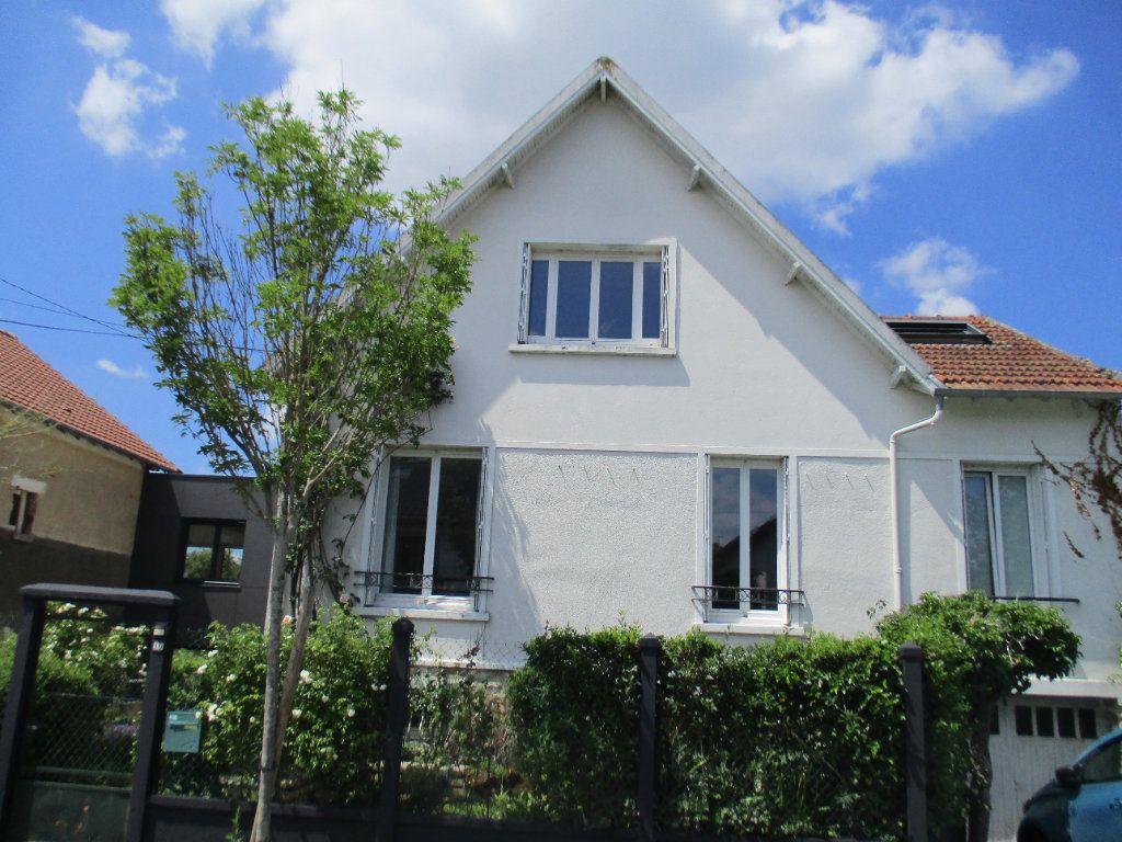 Maison à louer 5 106m2 à Saint-Cyr-l'École vignette-1