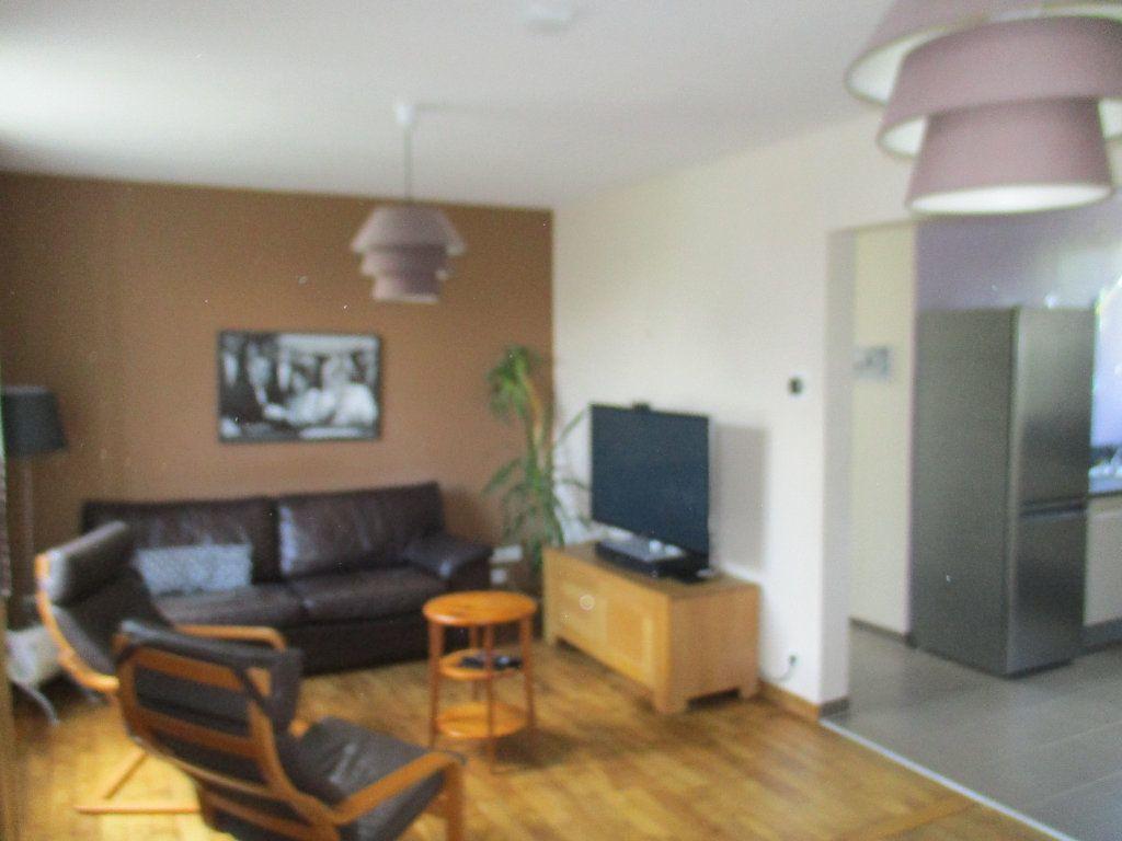 Maison à louer 5 106m2 à Saint-Cyr-l'École vignette-3