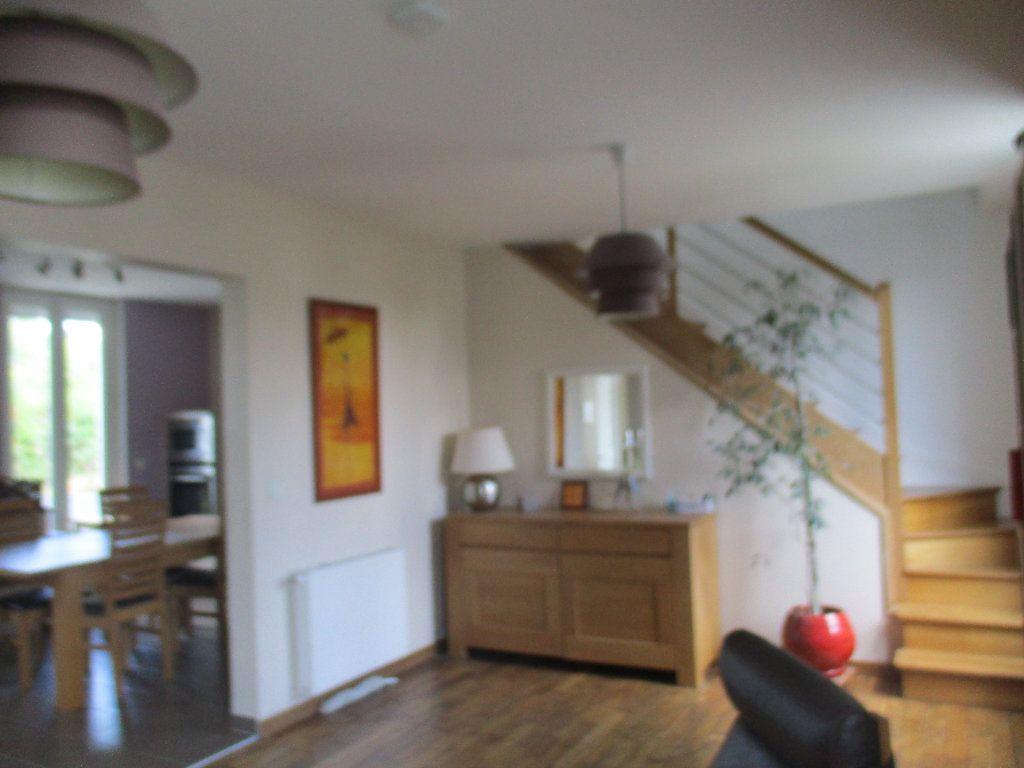 Maison à louer 5 106m2 à Saint-Cyr-l'École vignette-4