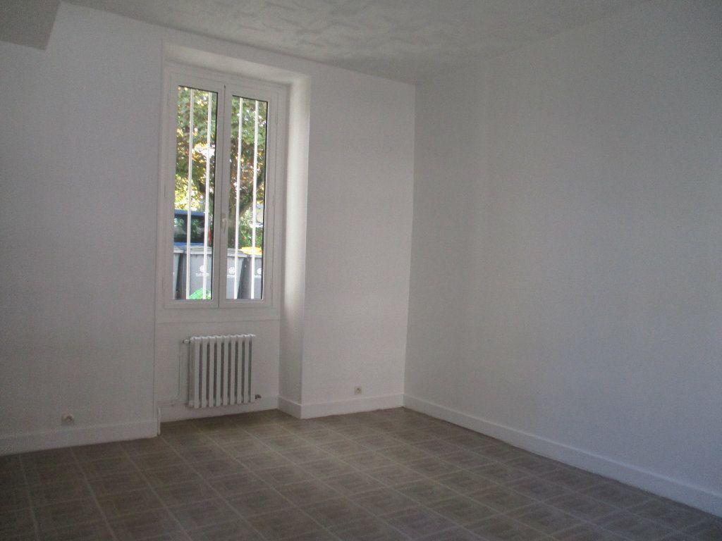 Appartement à louer 3 71.55m2 à Saint-Cyr-l'École vignette-1