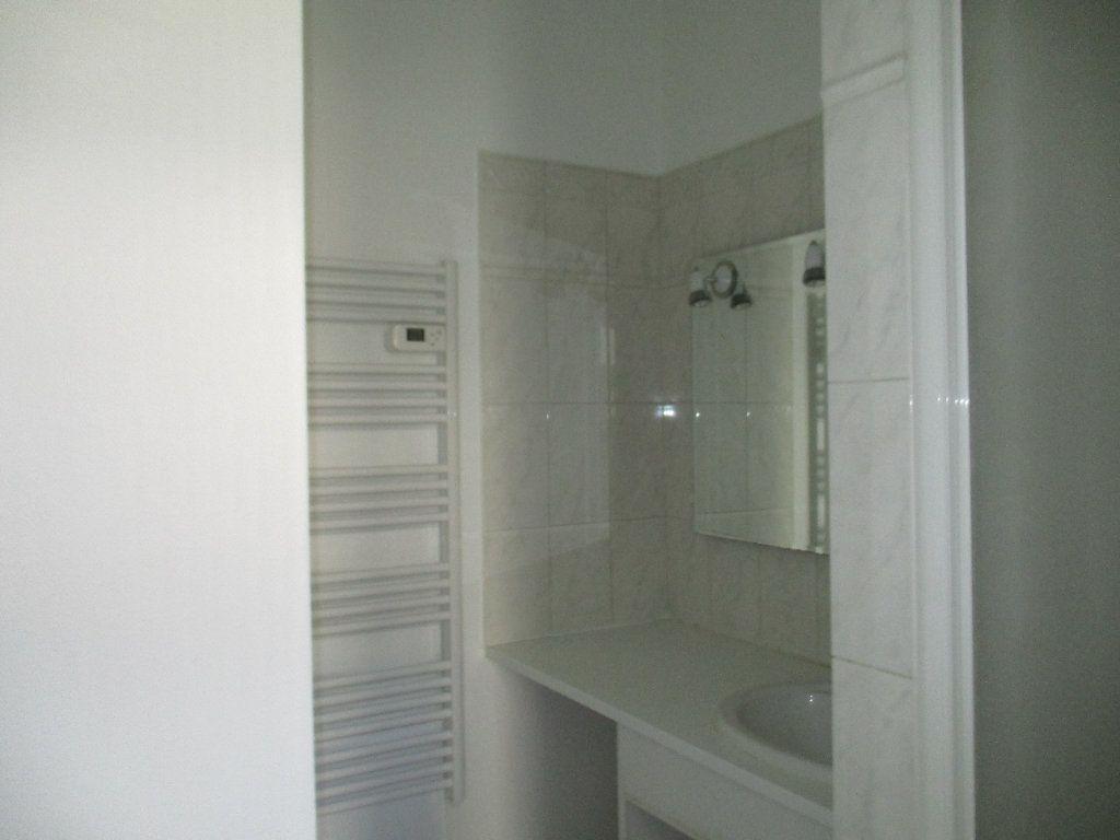 Appartement à louer 3 71.55m2 à Saint-Cyr-l'École vignette-5