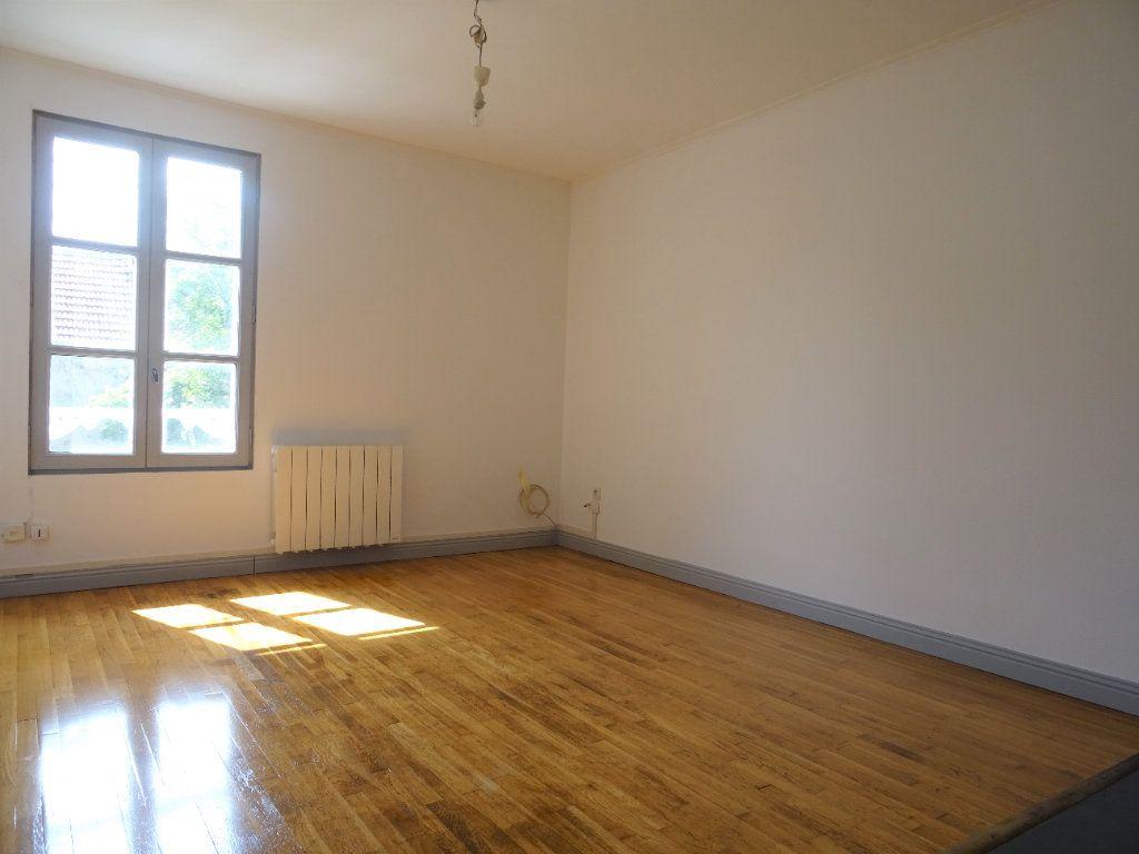 Appartement à louer 3 51.3m2 à Quincy-Voisins vignette-2