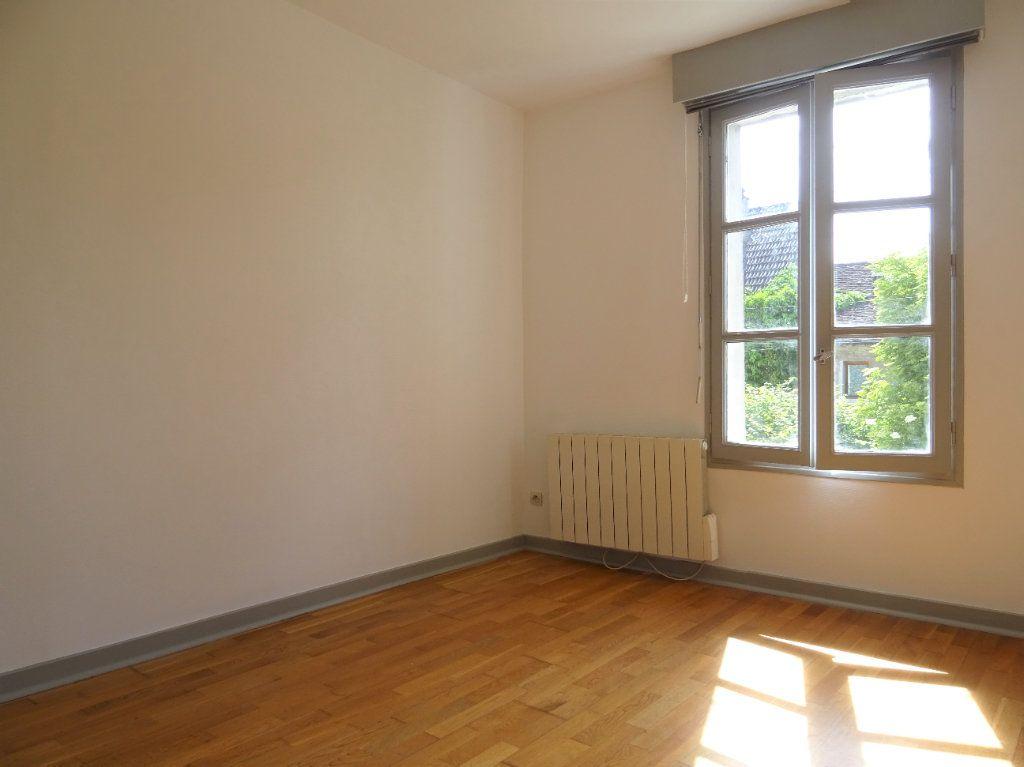 Appartement à louer 3 51.3m2 à Quincy-Voisins vignette-3