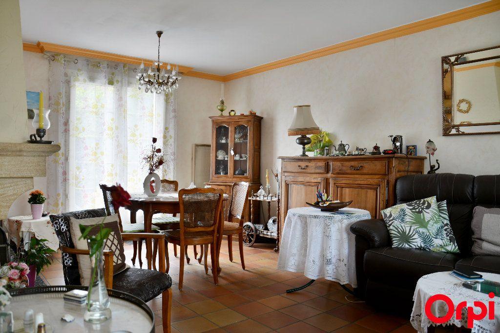 Maison à vendre 6 140m2 à Condé-Sainte-Libiaire vignette-4