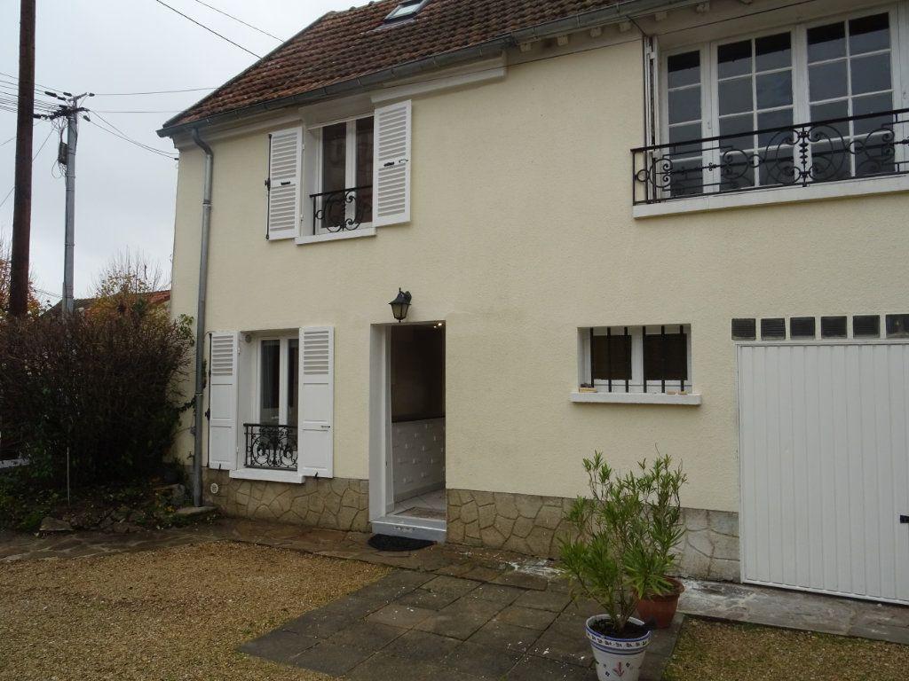 Maison à louer 3 73.66m2 à Isles-lès-Villenoy vignette-1
