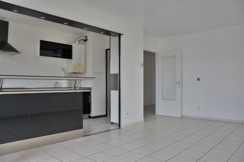 Appartement à louer 3 63m2 à Esbly vignette-2