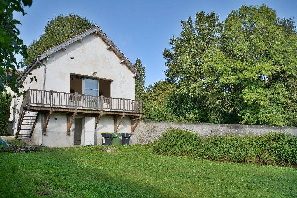 Maison à louer 4 116.98m2 à Tigeaux vignette-1