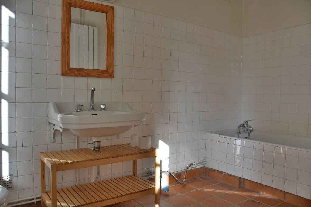 Maison à louer 4 116.98m2 à Tigeaux vignette-13