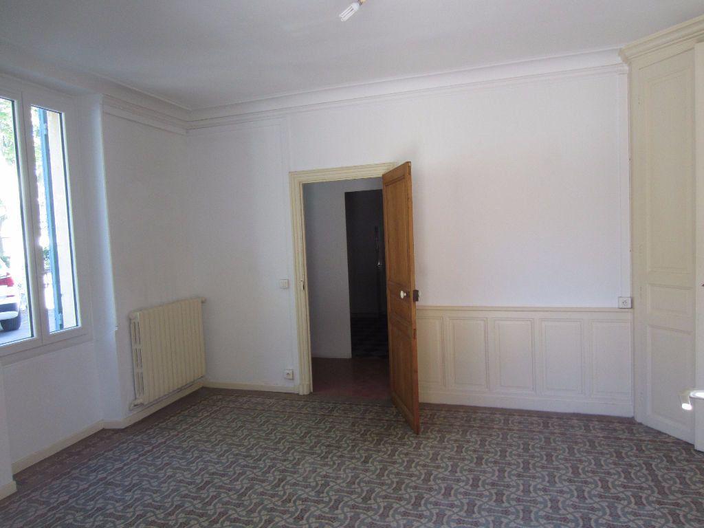 Appartement à louer 3 78m2 à Pertuis vignette-3