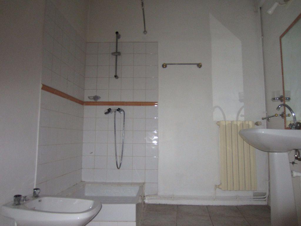 Appartement à louer 3 78m2 à Pertuis vignette-10