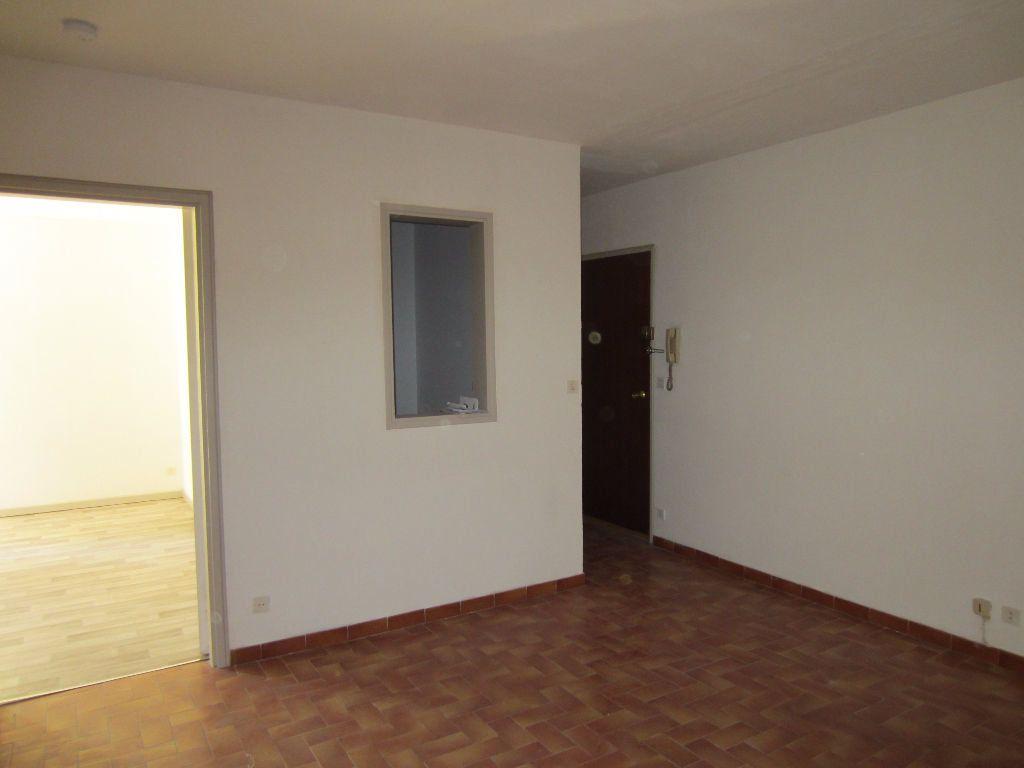 Appartement à louer 2 36m2 à Pertuis vignette-1
