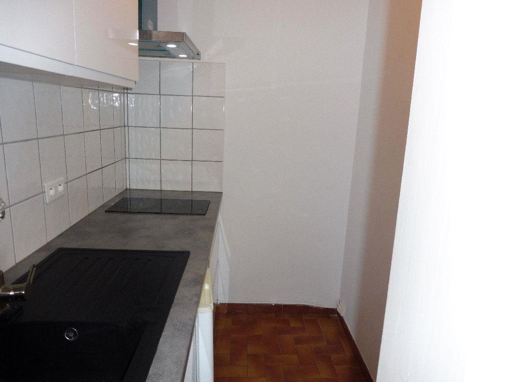 Appartement à louer 2 36m2 à Pertuis vignette-4