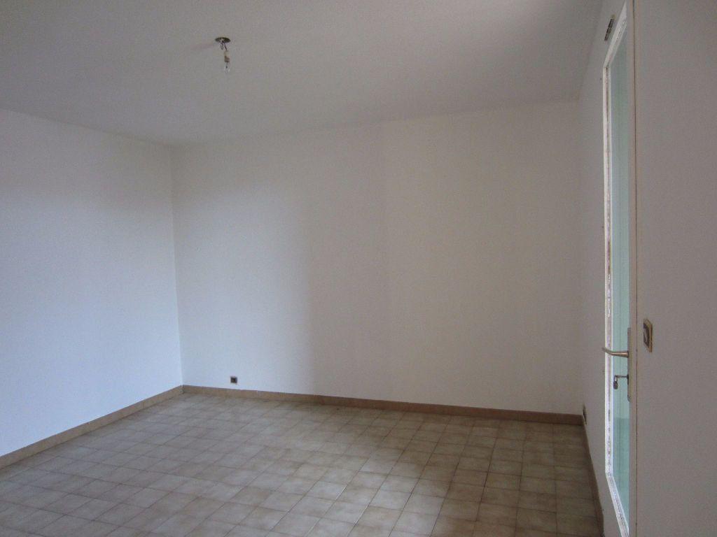 Appartement à louer 2 37m2 à Pertuis vignette-8