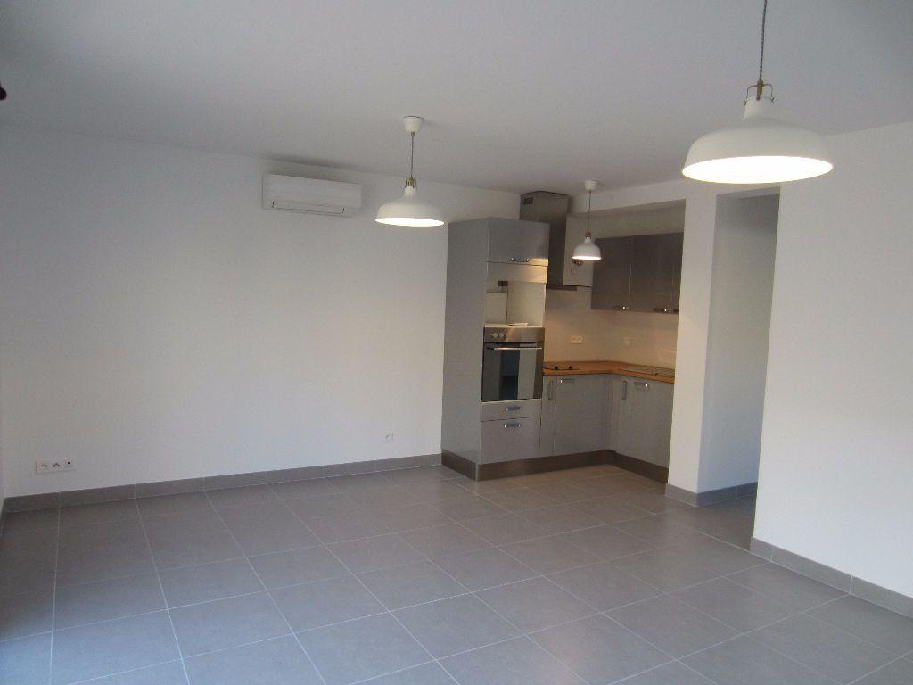 Appartement à louer 2 40m2 à Pertuis vignette-2