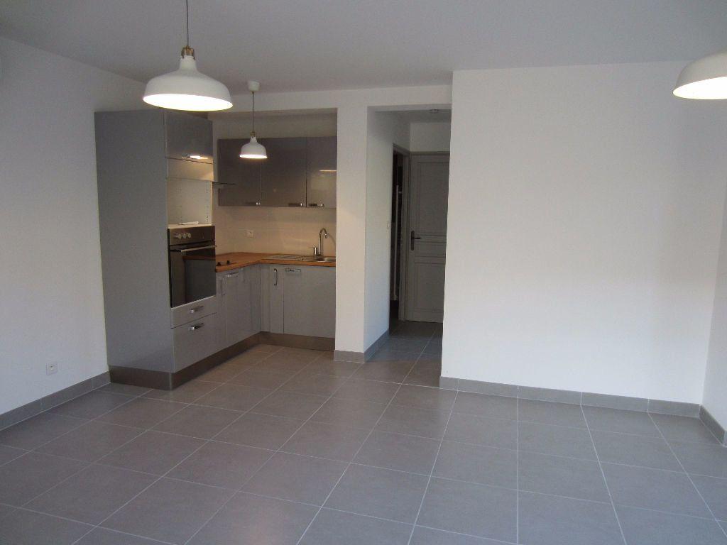 Appartement à louer 2 40m2 à Pertuis vignette-3