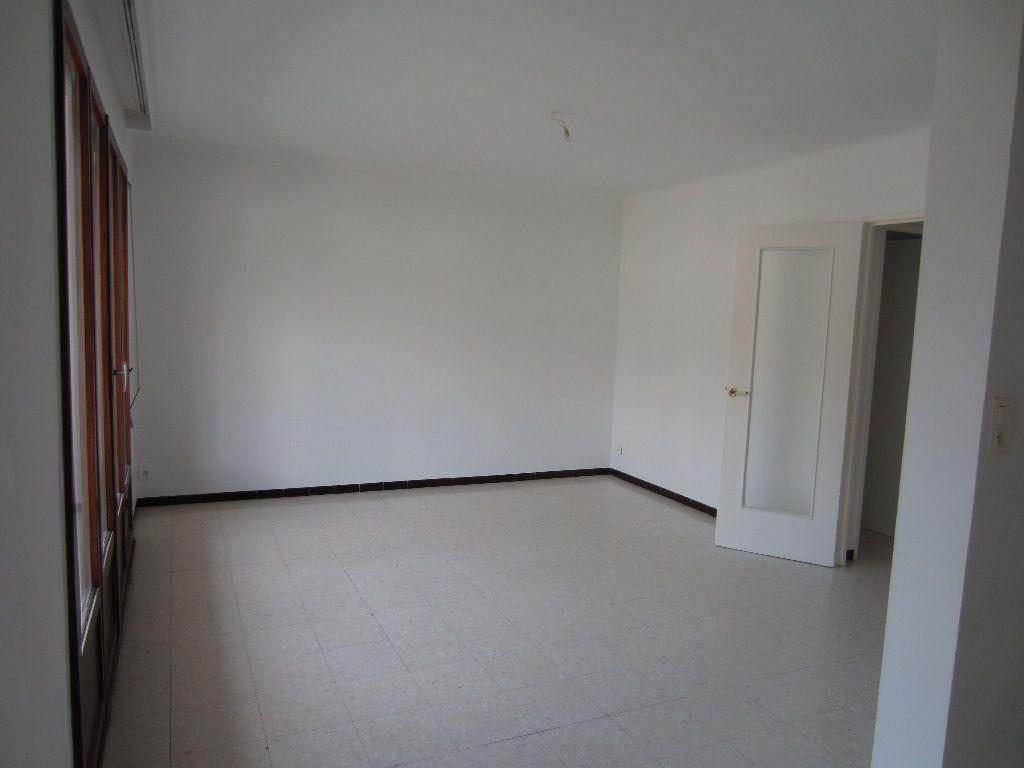 Appartement à louer 3 78m2 à Pertuis vignette-1