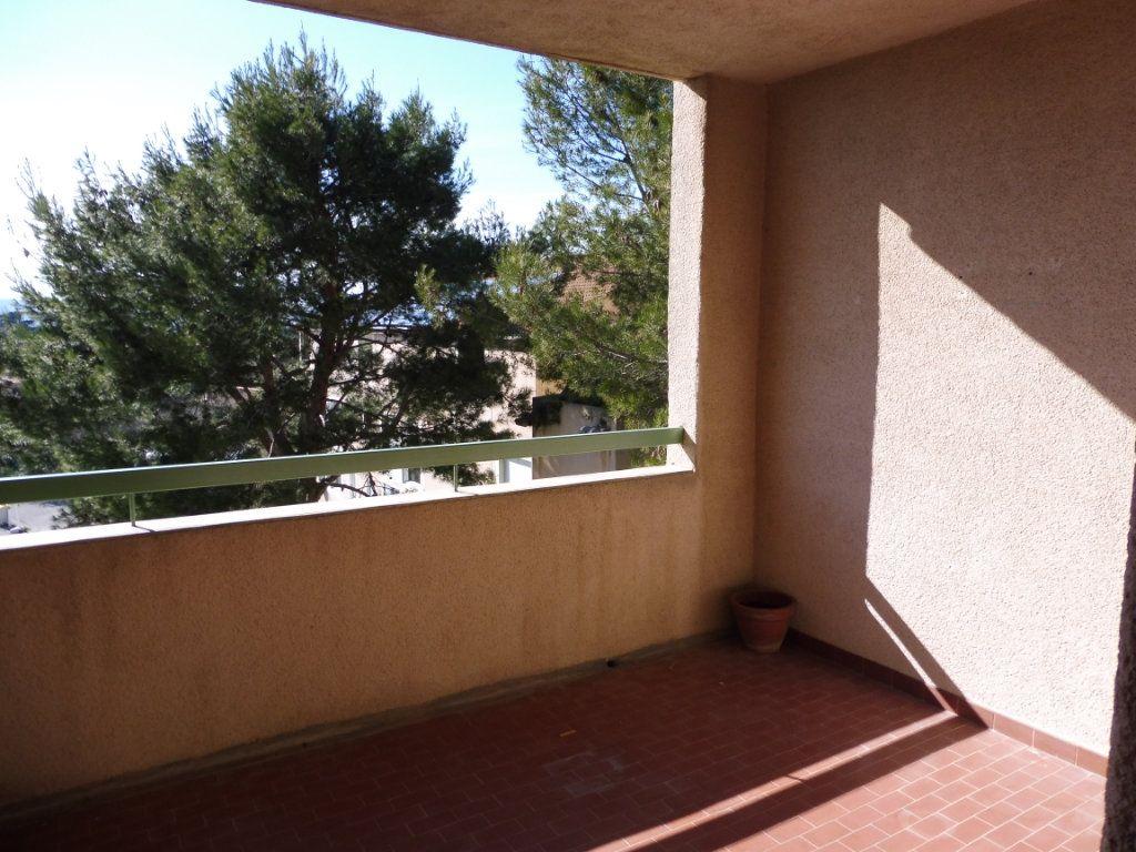 Appartement à louer 3 65m2 à Pertuis vignette-1