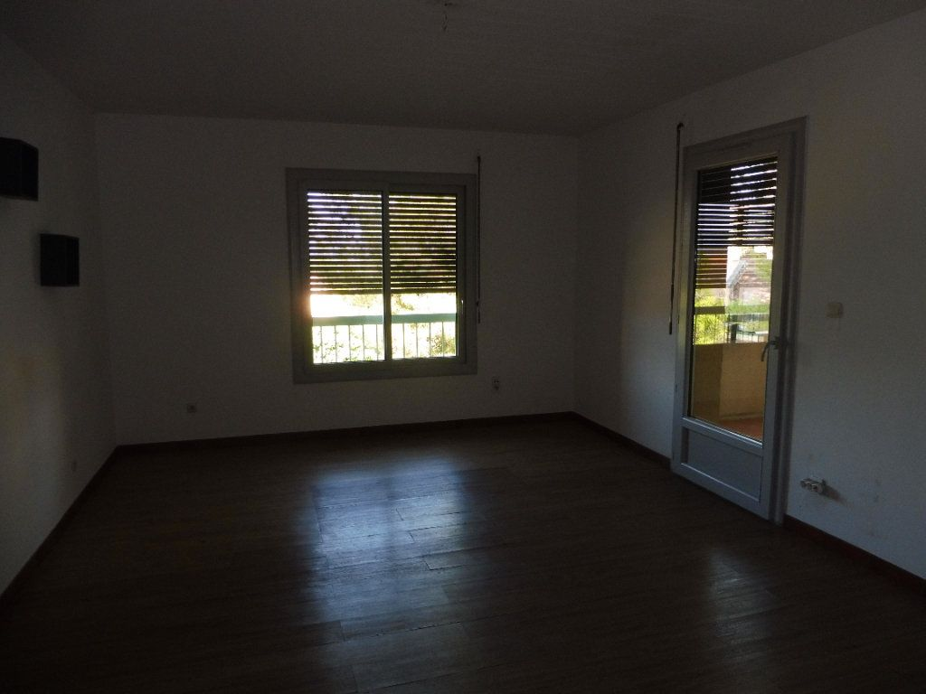 Appartement à louer 3 65m2 à Pertuis vignette-6
