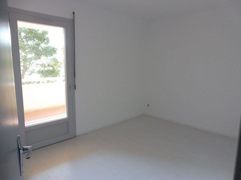 Appartement à louer 3 65m2 à Pertuis vignette-8