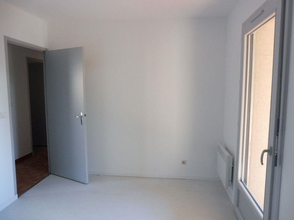 Appartement à louer 3 65m2 à Pertuis vignette-9