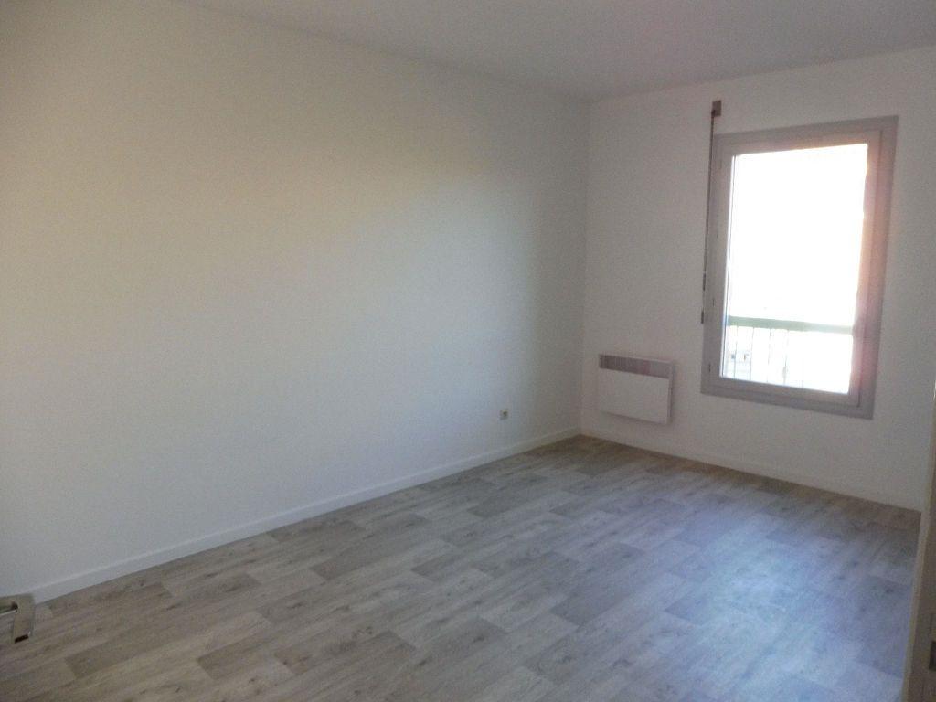 Appartement à louer 3 65m2 à Pertuis vignette-11