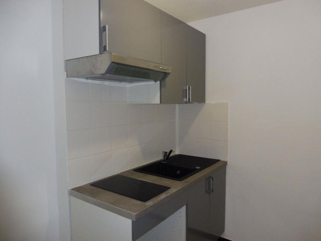 Appartement à louer 1 32m2 à Pertuis vignette-3