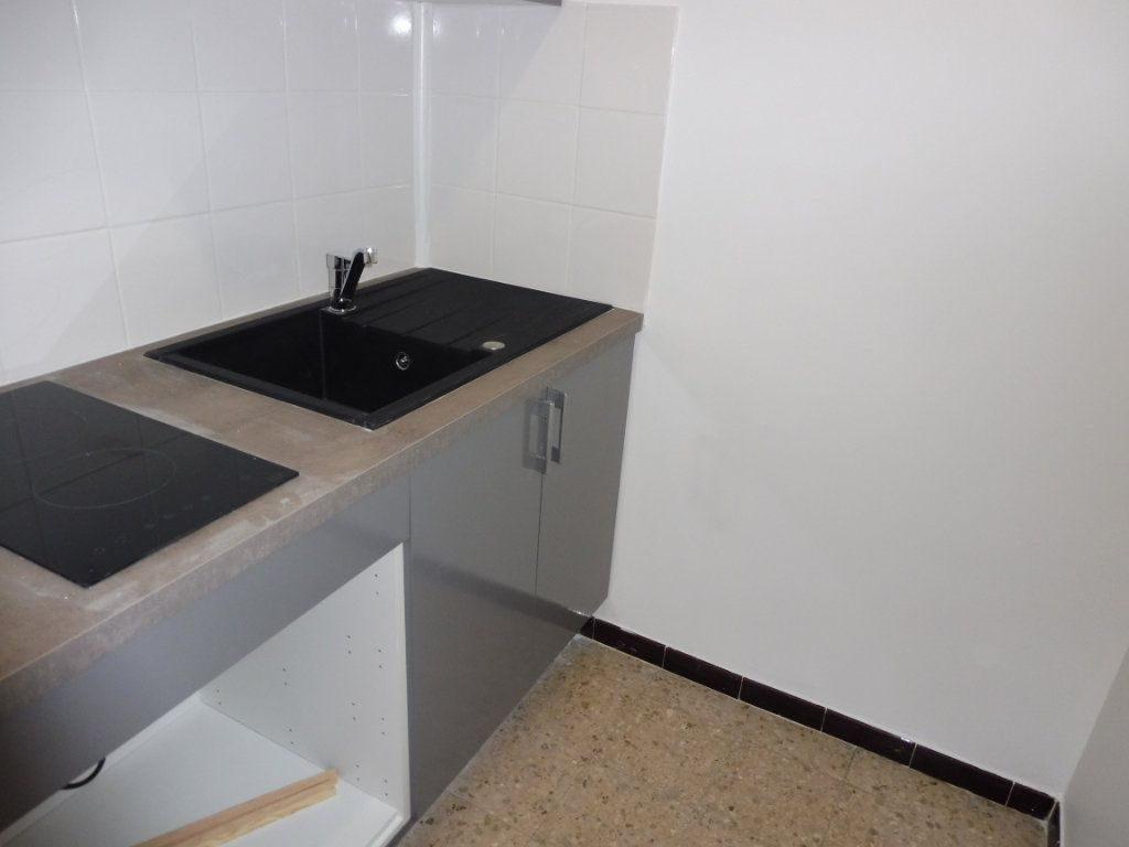Appartement à louer 1 32m2 à Pertuis vignette-4