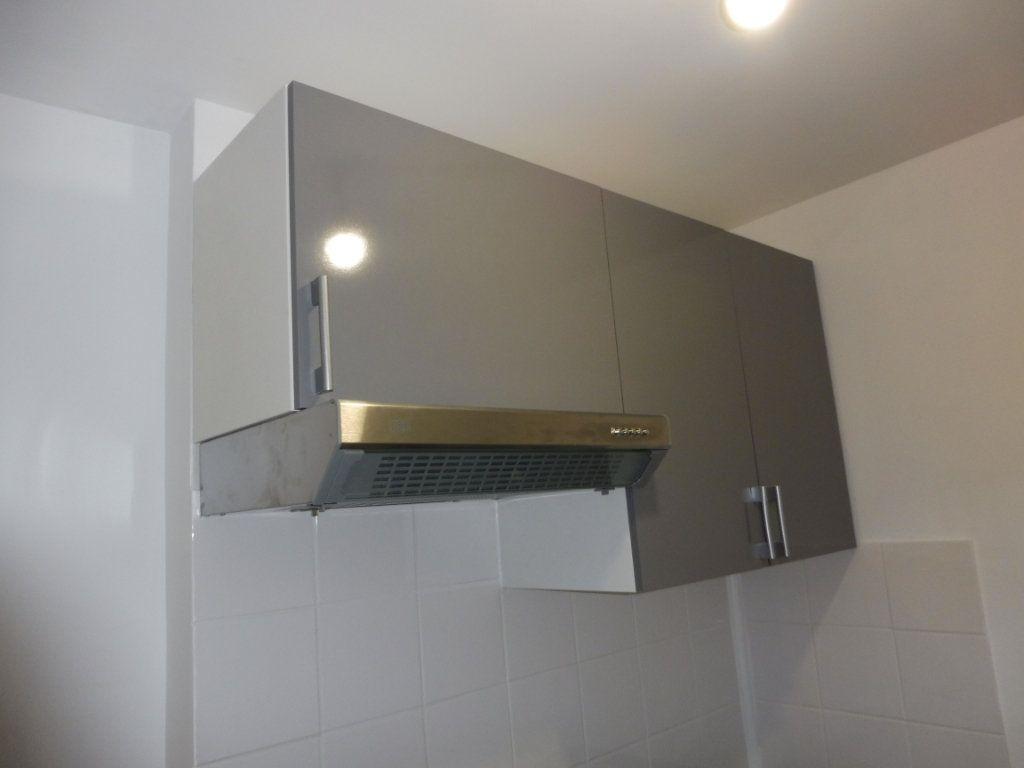 Appartement à louer 1 32m2 à Pertuis vignette-6