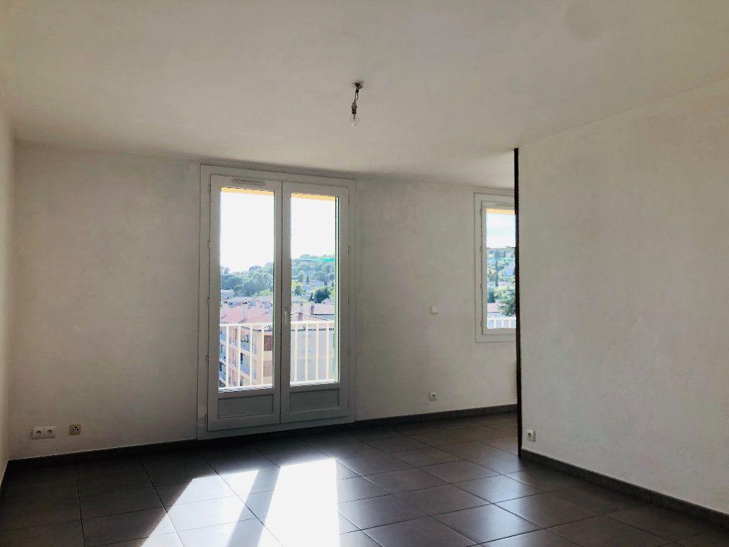 Appartement à louer 3 69.46m2 à Manosque vignette-2