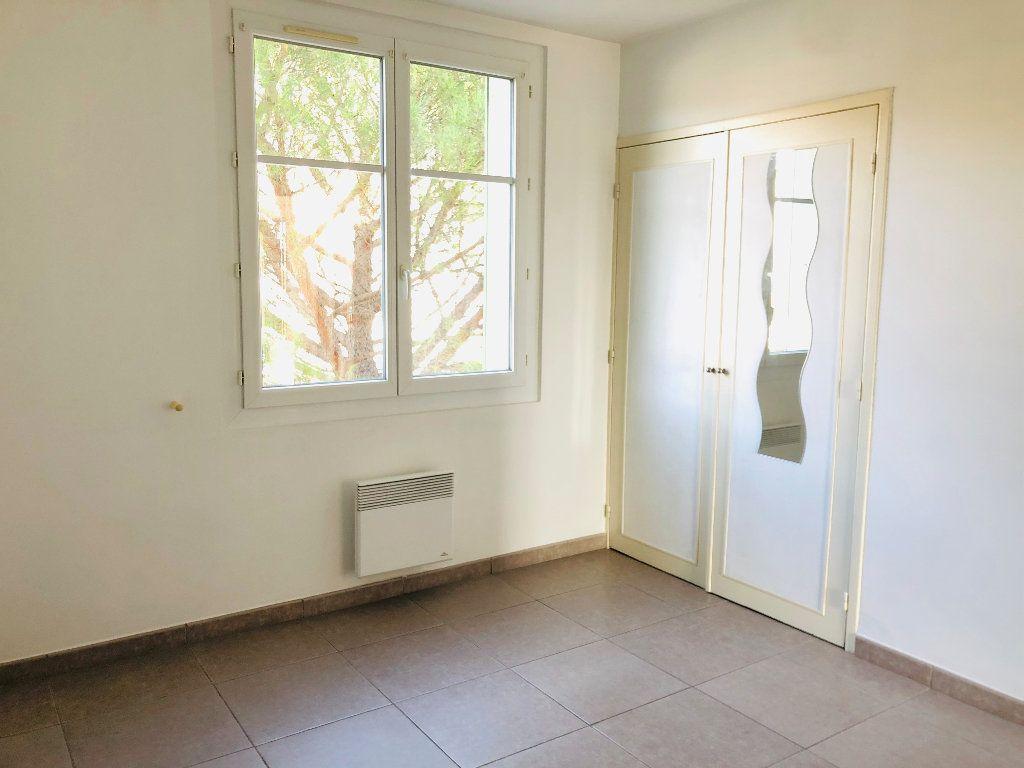Appartement à louer 3 69.46m2 à Manosque vignette-5