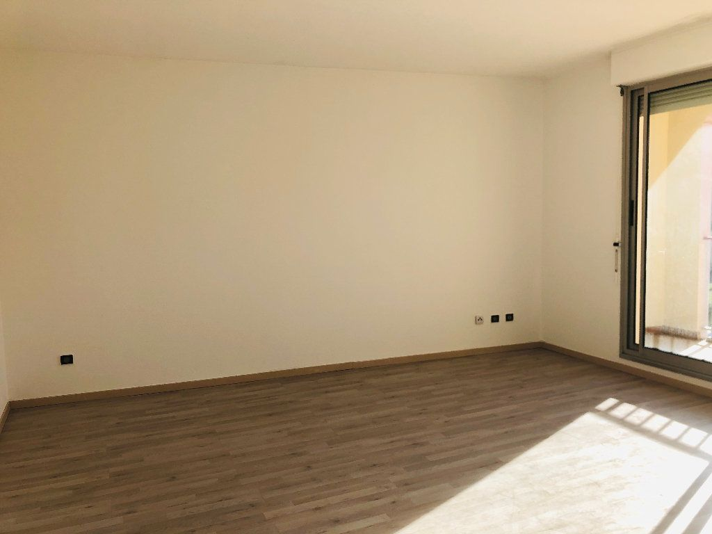 Appartement à louer 3 65.32m2 à Manosque vignette-3