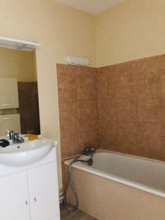 Appartement à louer 3 65.32m2 à Manosque vignette-7