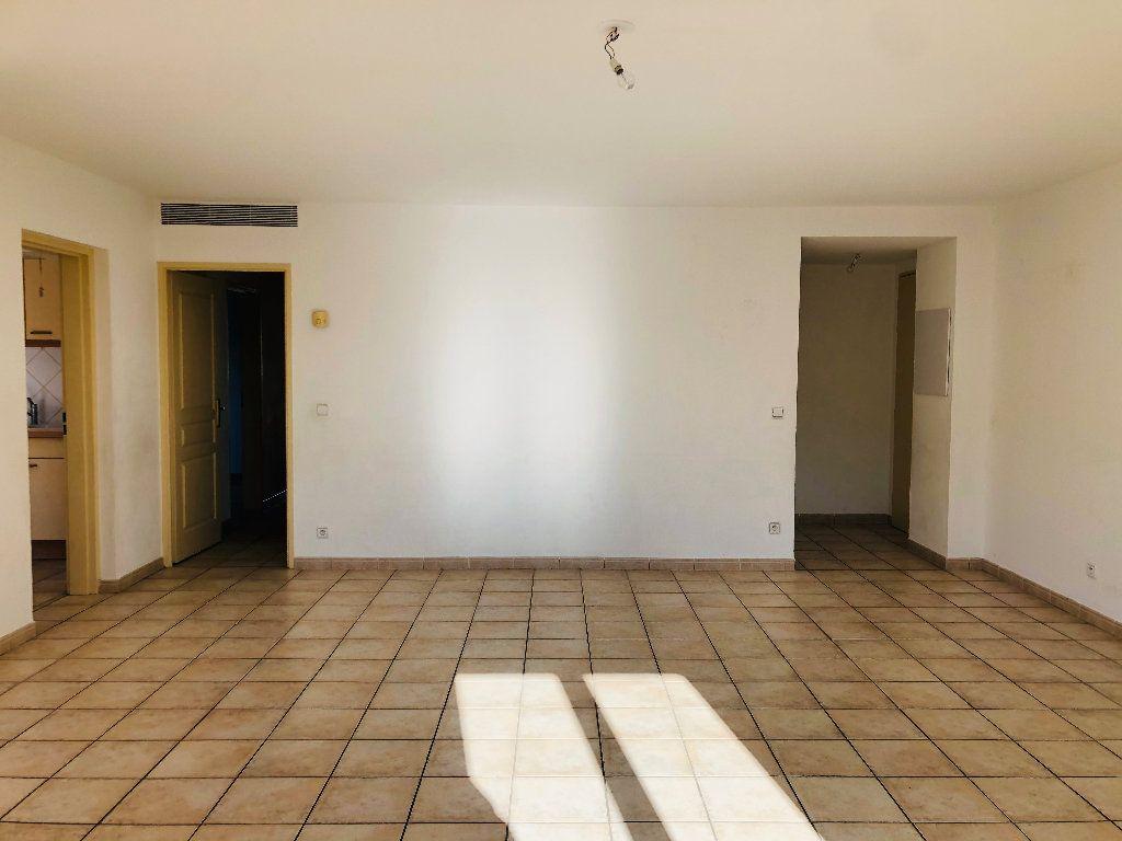 Appartement à louer 4 103.15m2 à Manosque vignette-3