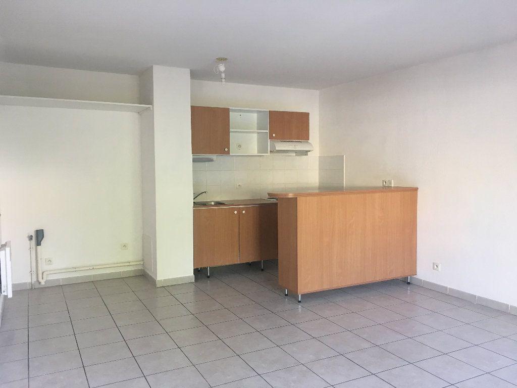 Appartement à louer 3 56.23m2 à Manosque vignette-3