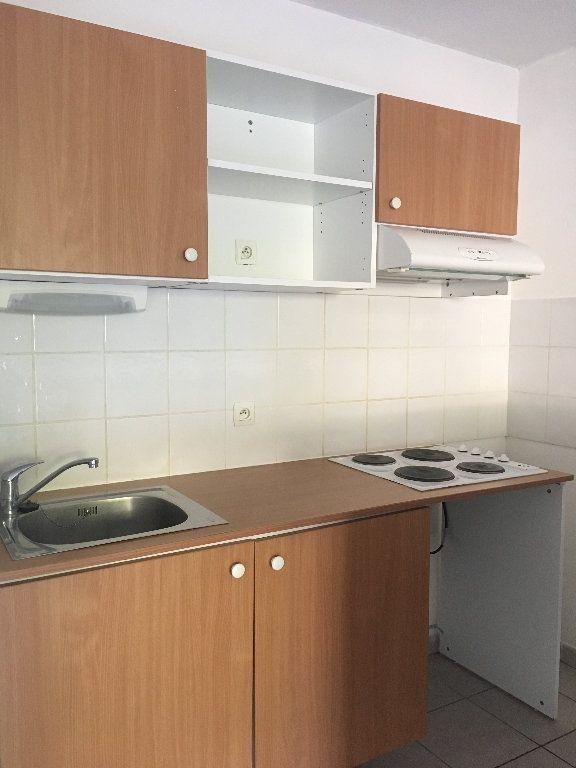 Appartement à louer 3 56.23m2 à Manosque vignette-4