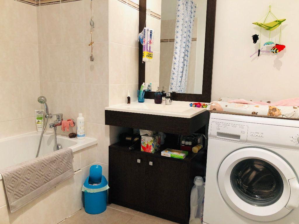 Appartement à louer 3 62.7m2 à Manosque vignette-4