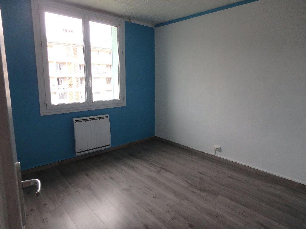 Appartement à louer 3 57.36m2 à Manosque vignette-4