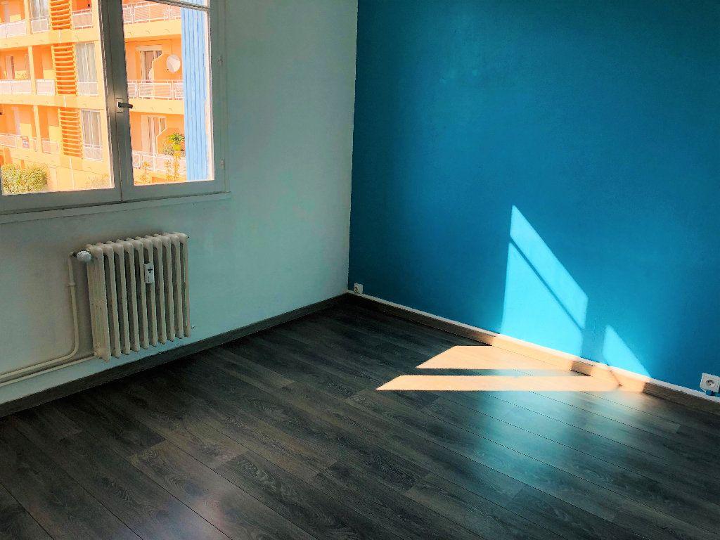 Appartement à louer 3 55.88m2 à Manosque vignette-6