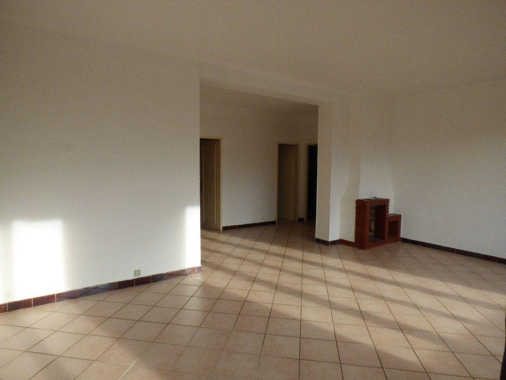 Appartement à vendre 3 97.4m2 à Manosque vignette-4