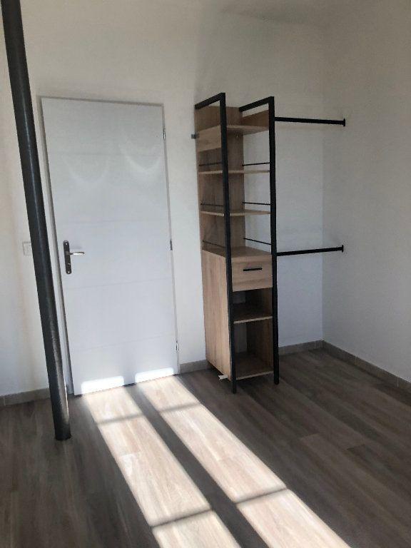 Appartement à louer 3 68.64m2 à Manosque vignette-2