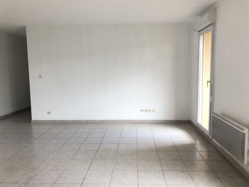 Appartement à louer 3 58.93m2 à Manosque vignette-3