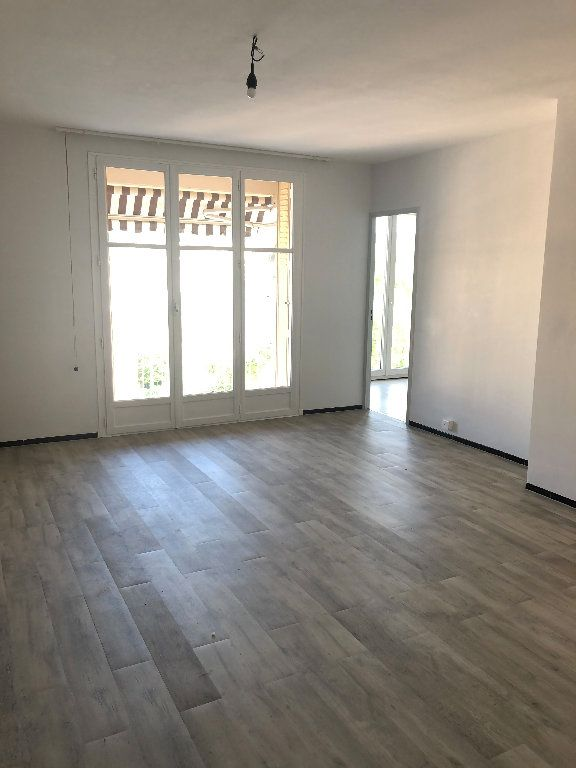 Appartement à louer 4 70.43m2 à Manosque vignette-1