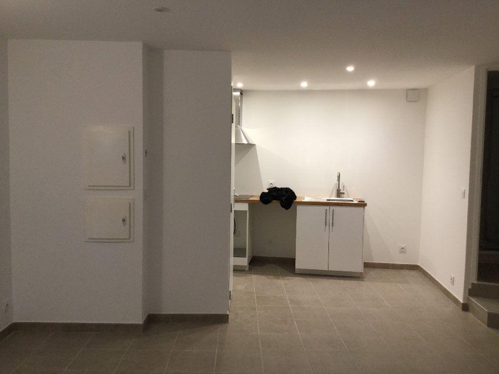 Appartement à louer 1 29.1m2 à Manosque vignette-1