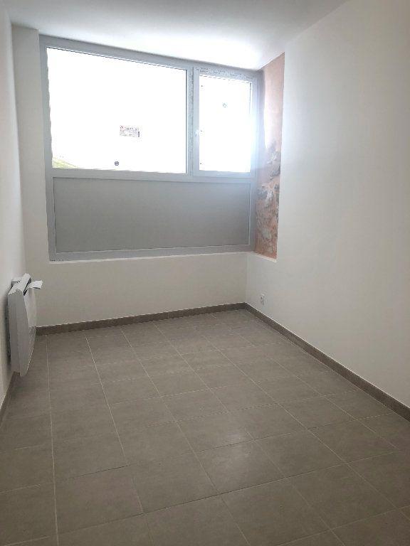 Appartement à louer 3 64.95m2 à Manosque vignette-2