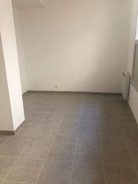 Appartement à louer 3 64.95m2 à Manosque vignette-4
