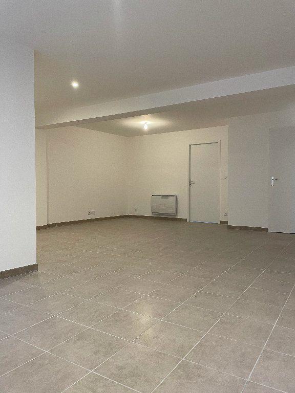 Appartement à louer 3 70.37m2 à Manosque vignette-2