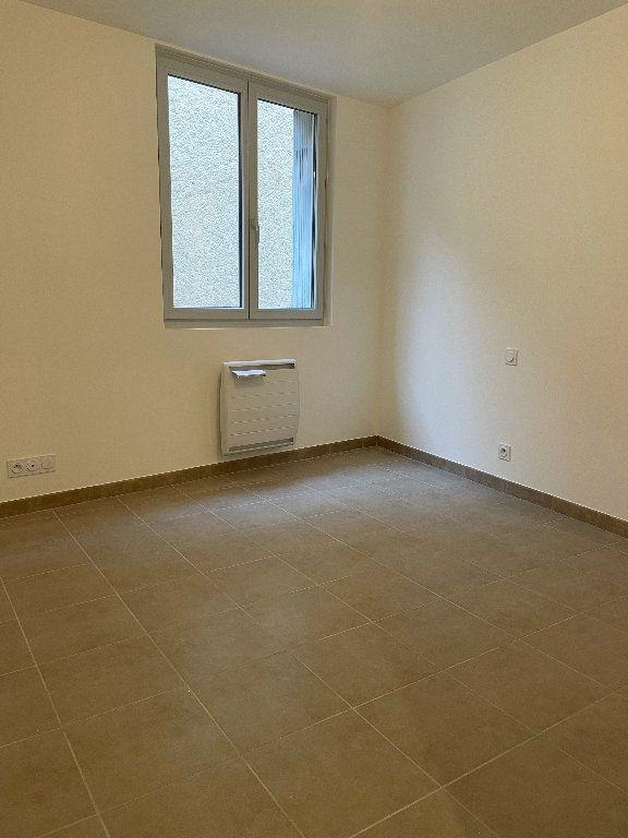 Appartement à louer 3 70.37m2 à Manosque vignette-4