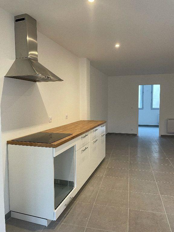 Appartement à louer 3 69.6m2 à Manosque vignette-2