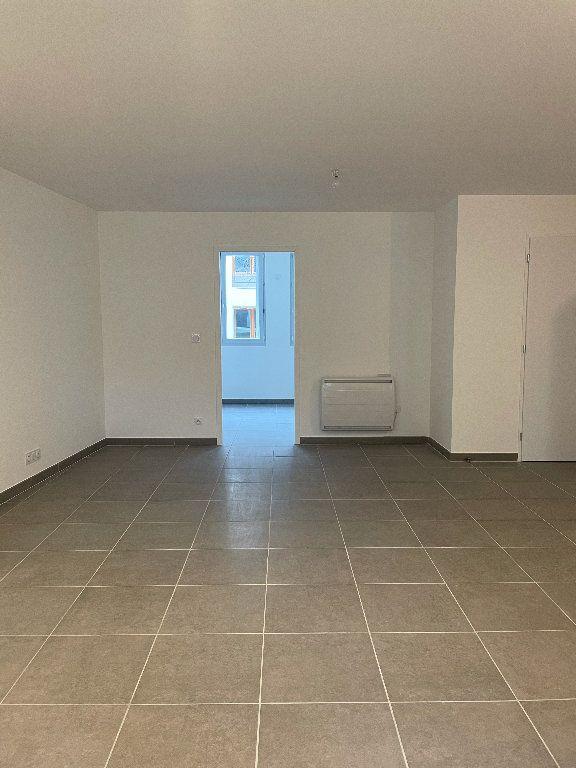 Appartement à louer 3 69.6m2 à Manosque vignette-3